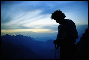 Dal libro LE VIE: Lorenzo Massarotto in cima all'Agnèr, dopo la ripetizione con Ettore De Biasio della via Iori-Andreoletti-Zanutti (agosto 1981)