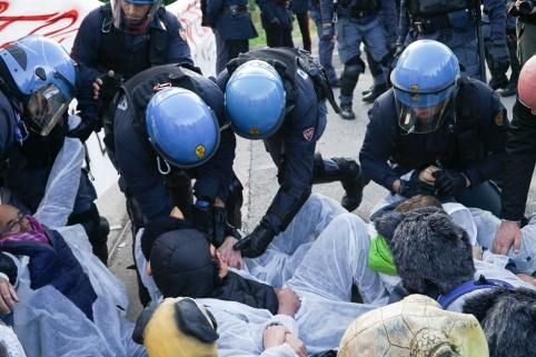 MITENI_BLOCCO_PROTESTA_35
