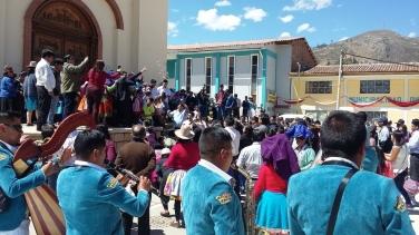 Matrimonio in piazza a Marcarà
