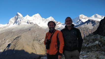 Franco Michieli e Alberto Peruffo. Sullo sfondo i Huandoy