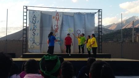 """""""Una vida linda"""", lo spettacolo dell'Accademia Don Bosco creata da Padre Mario, a Yungay"""