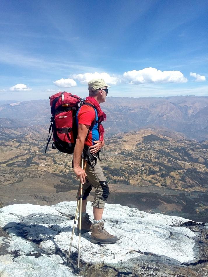 Osservando la Cordillera Negra, salendo al Rifugio Huascaran