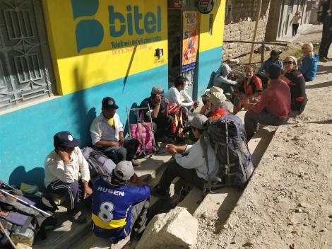 Momenti di amicizia e riposo con i portatori e le guide della Cordillera
