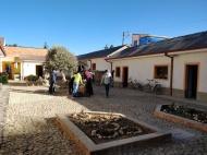 Il cortile della parrocchia di Peñas, curata da Padre Topio