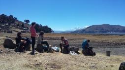 Sul lago Titicaca, in attesa del catamarano