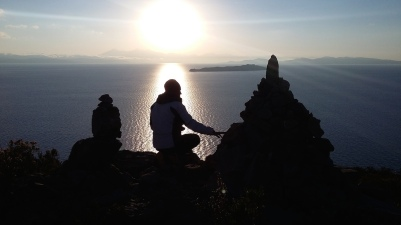 Alba presso la cima dell'Isla del Sol. All'orizzonte l'Isla de la Luna e la Cordillera Real