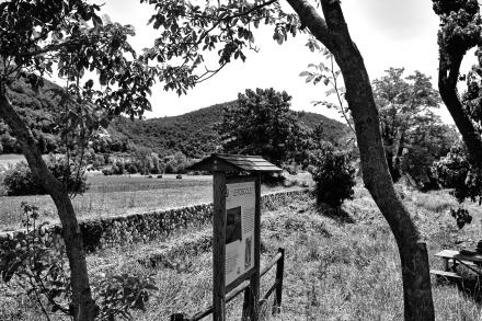 Uno dei cartelli dell'area SIC, oggi abbandonata e devastata